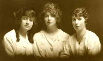 The McEvoy Sisters, c. 1910 in Cloghoge, County Armagh, Northern Ireland. Courtesy Mary McDonell